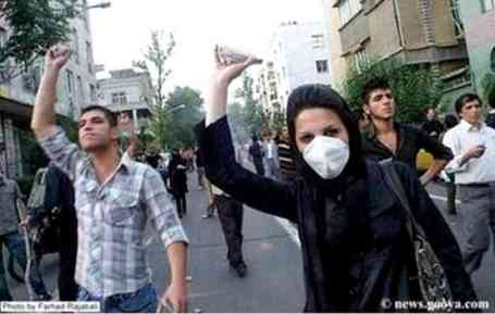 Protestors with rocks, Tehran, June 2009