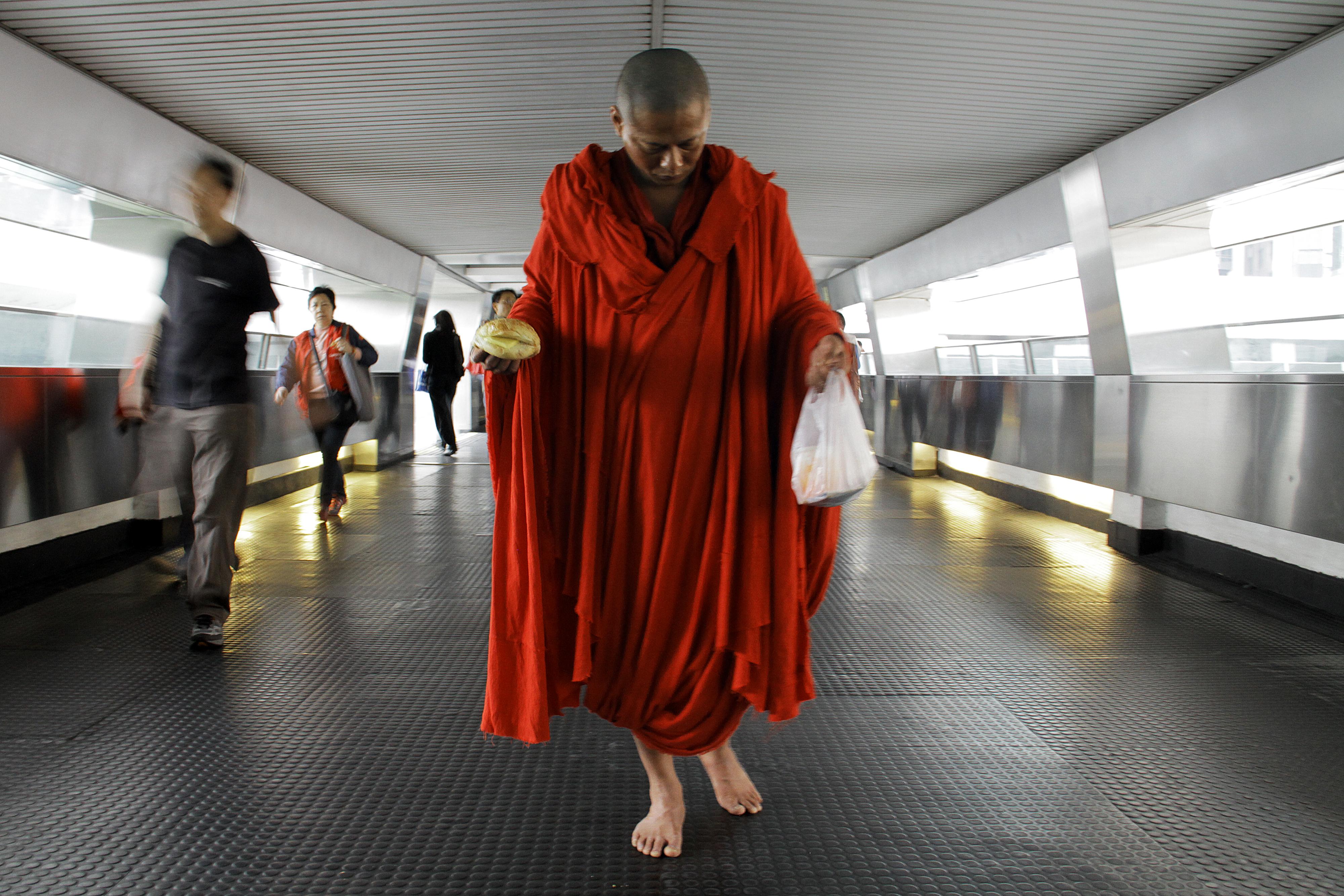 Walker, Beautiful 2012, Tsai Ming Liang, 2012
